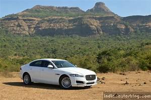 Jaguar Xf Pure : new jaguar xf 2 0 diesel pure front three quarter far review ~ Medecine-chirurgie-esthetiques.com Avis de Voitures