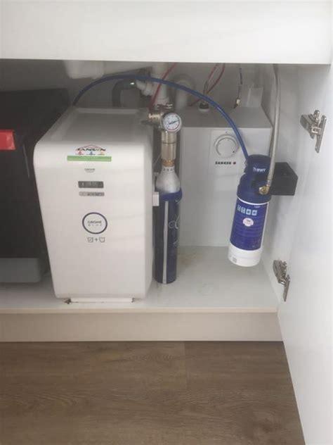 gek 252 hltes wasser mit kohlens 228 ure medium oder still direkt aus dem wasserhahn mit grohe blue