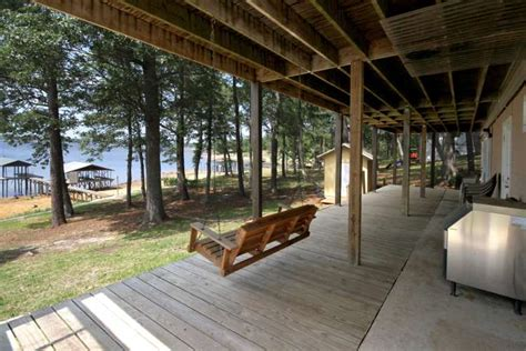 huge decks  enjoy  shoreline lake house  toledo