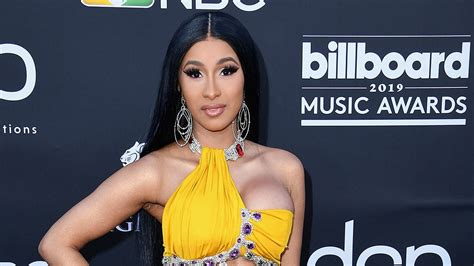 Cardi B Shows Off Awe-Inspiring Abs at the Billboard Music ...
