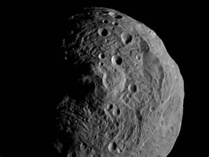 Dawn satellite leaves giant Asteroid Vesta after 13 months ...