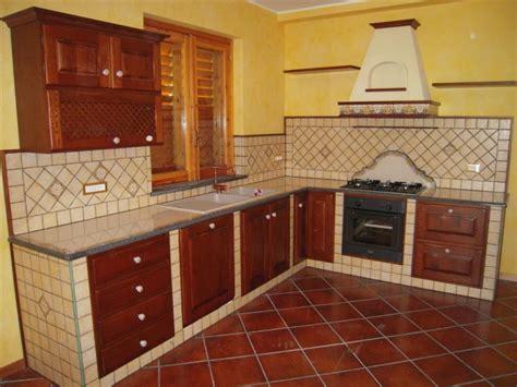 piastrelle per piano cucina muratura cucina in muratura siracusa cu ce mur cucine in