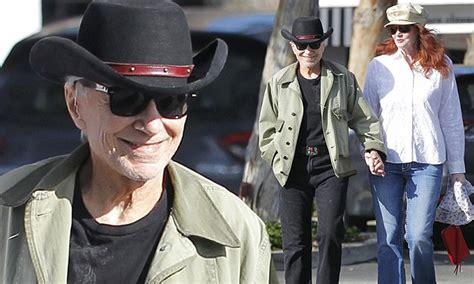 robert blake appears   married   acquitted