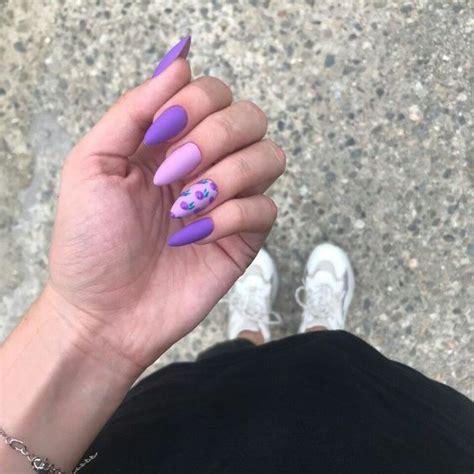Si quiere conocer los mejores diseños de uñas color pastel, aquí te los presentamos. Uñas redondas cortas decoradas   Diseños modernos para tu manicure en 2020   Uñas redondas ...