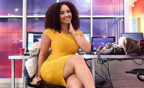 woman anchor reporter sexy body dallas demetria obilor traffic after legs curvy wfaa social thick ny short defend users she