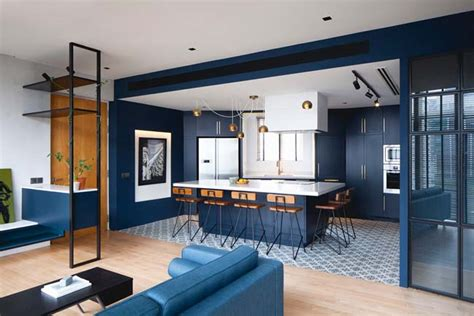 Apartment Renovation With Two-color Scheme