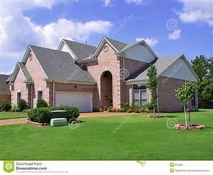 Maison De Riche : maison individuelle suburbaine riche image libre de droits ~ Melissatoandfro.com Idées de Décoration