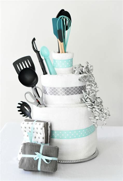 Bridal Shower Gifts by Towel Cake A Diy Bridal Shower Gift Wedding Best