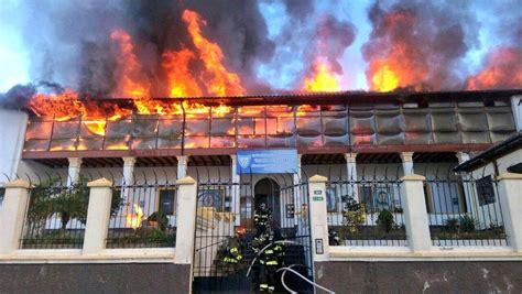 Gran Incendio Se Registra En El Centro De Quito El