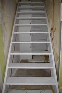 treppe abschleifen treppe renovieren recyclingkunst und der versuch langsam und nachhaltig zu leben