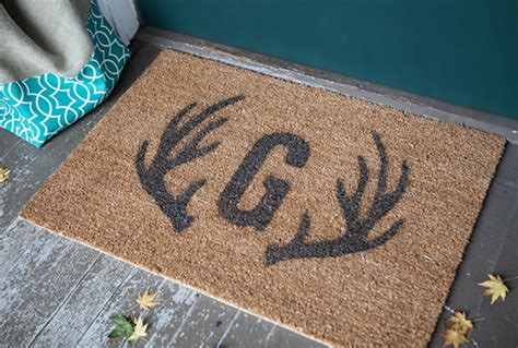 monogrammed door mat tutorial and pattern for a monogram and antler door mat