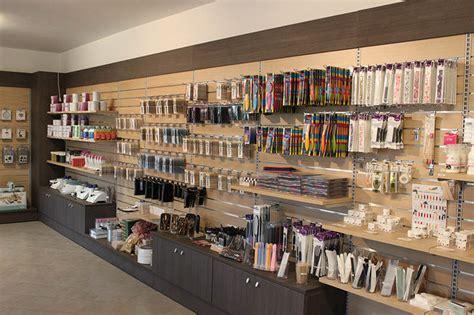 arredamento negozi usato arredamento negozio di articoli per parrucchieri