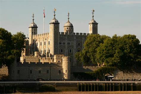 tower  london travel information map facts  time