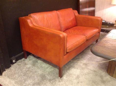 canape design danois canapé xxème siècle en cuir fauve deux places design