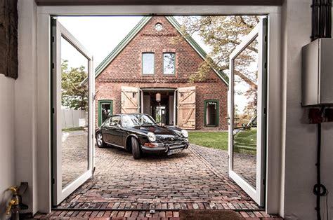 Bauernhaus Modern Aussen by Scheune Backsteinboden Zinkdach Historisch Modern