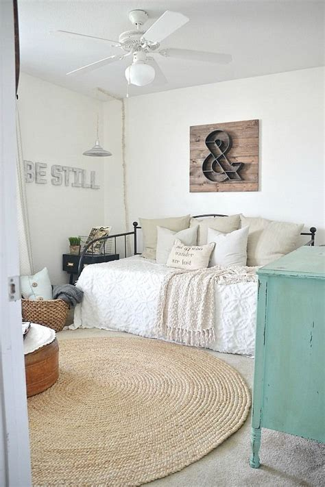 Ideas For Spare Bedroom by Best 20 Daybed Bedding Ideas On Spare Bedroom