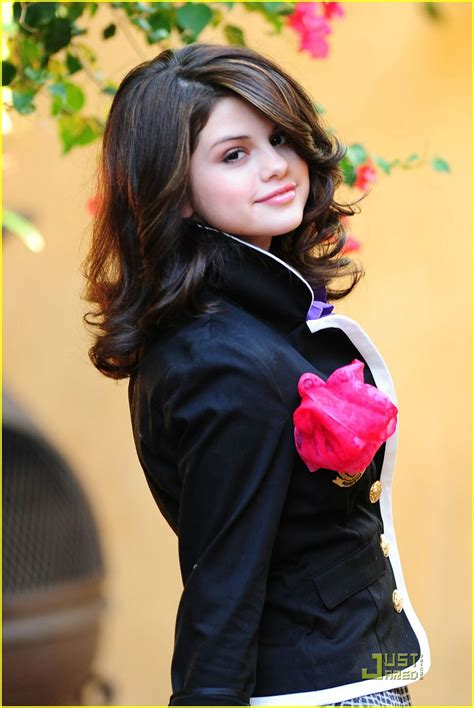 Selena Gomez 16 Year Old In Beautiful Dress Pictures