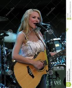 Jewel - Live Performance Editorial Photo - Image: 21137291