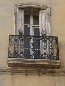 kakteenarten in topfe auf schmiedeeisen balkon vor With französischer balkon mit doppler sonnenschirm 320