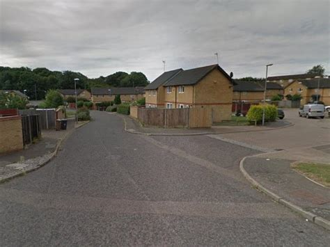 Police officer viciously attacked in Luton while breaking ...