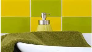 Carrelage Adhesif Pour Salle De Bain : relooker le carrelage de sa cuisine avec des carreaux adh sifs ~ Mglfilm.com Idées de Décoration