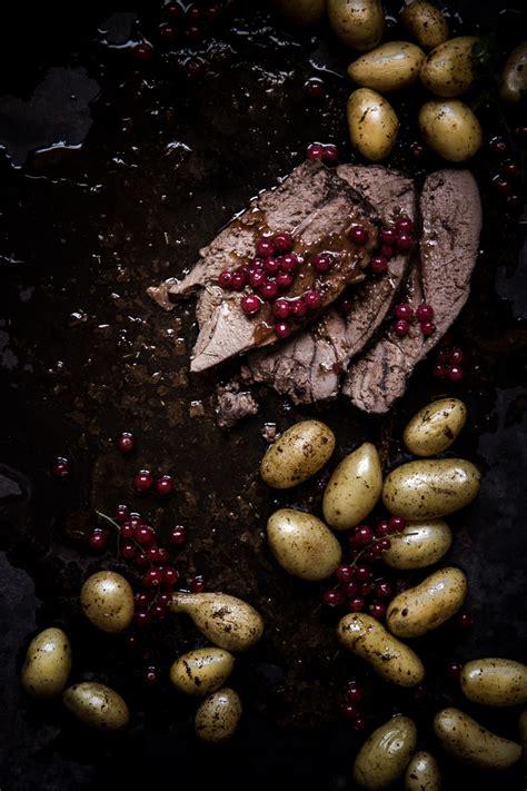 cuisiner un gigot de chevreuil gigot de chevreuil sauce groseille ophelie 39 s kitchen book