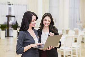why you should hire a professional event planner for your