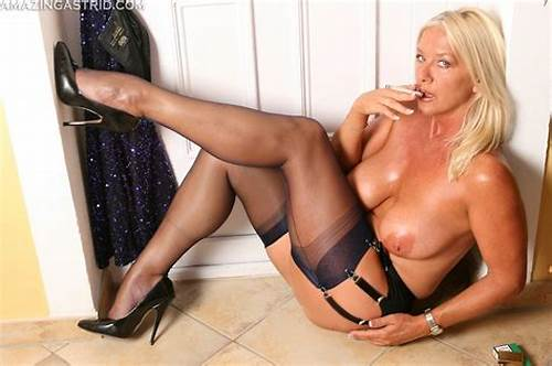 Passionate And Spicy Old Diva In Beauty Latex Pantyhose