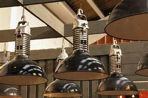 Lampe Suspension Industrielle : le style industriel la tendance du moment ~ Dallasstarsshop.com Idées de Décoration