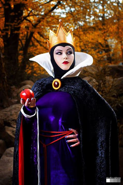 evil queen from snow white cosplay