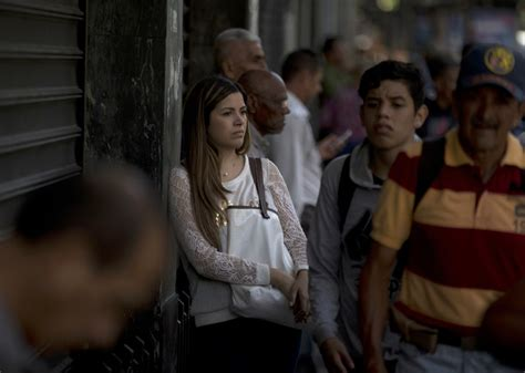power outage throws venezuelas capital  confusion