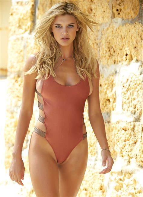 Baywatch Kelly Rohrbach Shows Off Her Figure In Bikinis