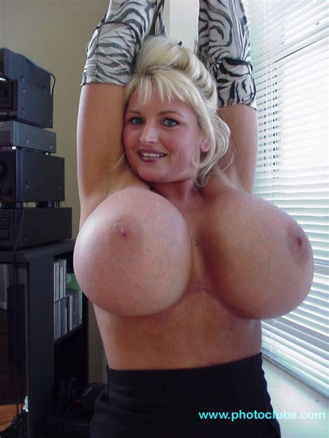 bb Gunns Tits porn Metro Pic