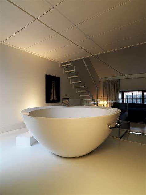 Big Bath by Big Bathroom And Big Bath Tub In The Middle