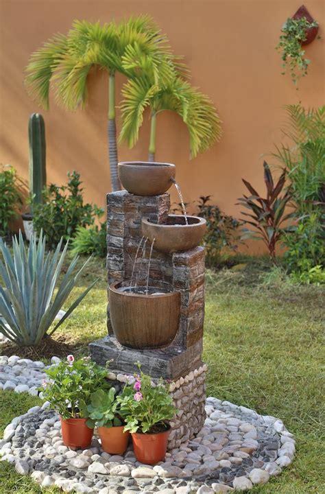 mejora tu patio decorando  fuentes  hermosas plantas