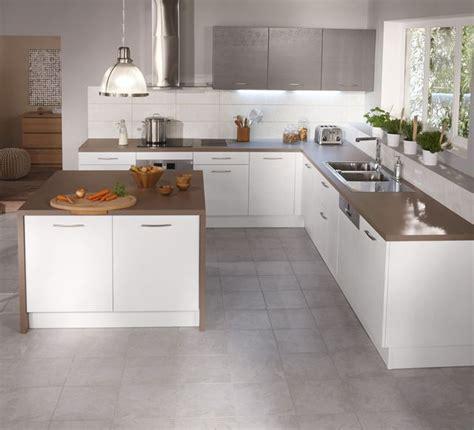 cuisine a 10000 euros cuisine ouverte 15 modèles de cuisiniste composition et cuisine