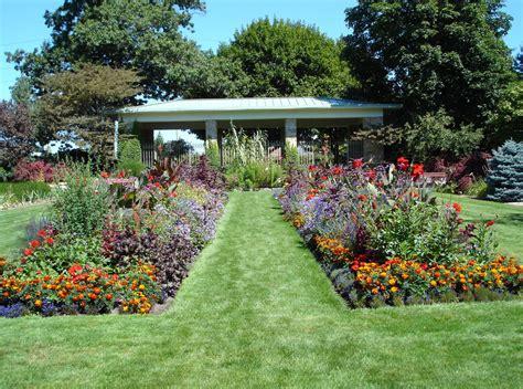 gardens in michigan 23 creative gardening in lansing dototday