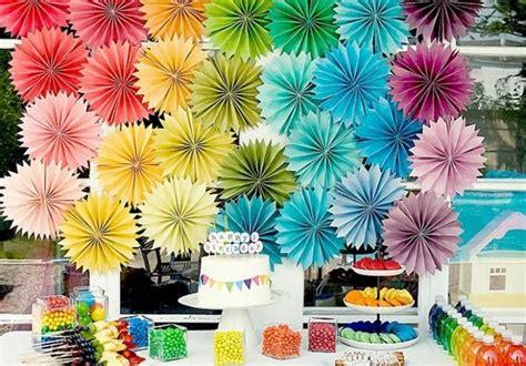 idee de deco de table anniversaire en papier decorations