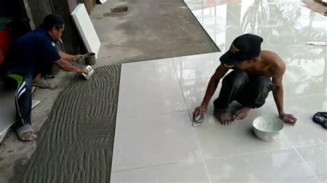 memasang keramik granit lantai youtube