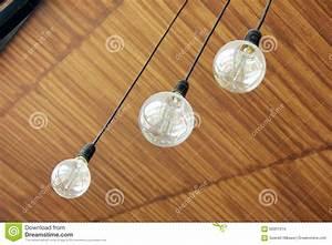 Blumen Von Der Decke Hängen : drei retro lampen die von der decke h ngen stockfoto bild 60901014 ~ Markanthonyermac.com Haus und Dekorationen