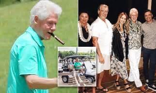 bill clinton chomps  cigar  hawaii  celeb dinner
