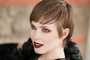 Haarfarbe Für Blasse Haut : beides ist trend braune oder blasse haut beauty ~ Frokenaadalensverden.com Haus und Dekorationen