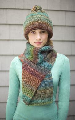 striking hat  scarf  lion brand amazing ad