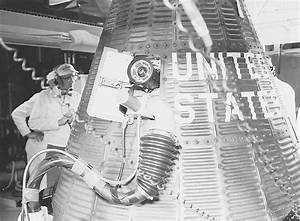 File:Liberty Bell 7 spacecraft fueling S61-03705.jpg ...