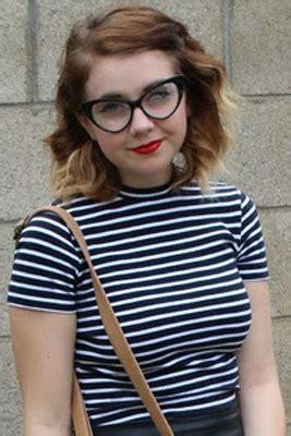 perfect makeup  wear  glasses  eyeliner  lipstick