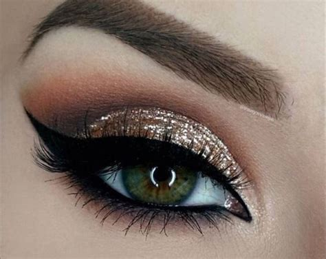 Modern Eye Makeup Ideas Gold Glitter With Grey Smokey