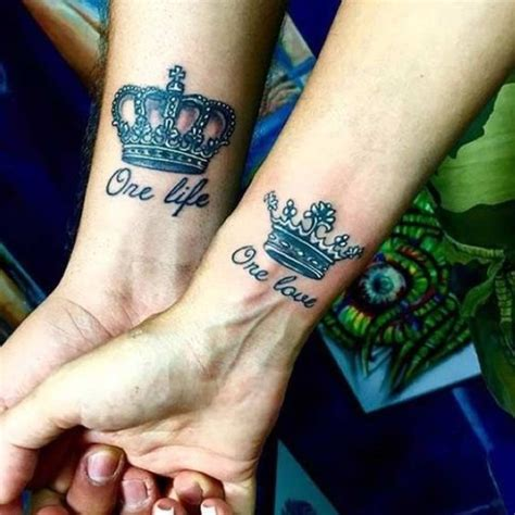 tatouage couronne homme signification et symbolisme du tatouage couronne allotattoo