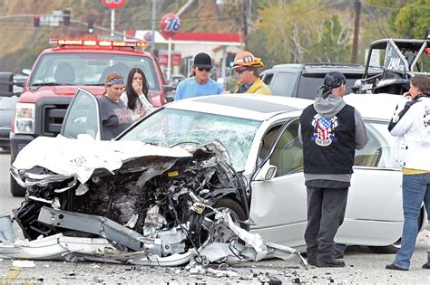 bruce jenner takes sobriety test roadside   crashed