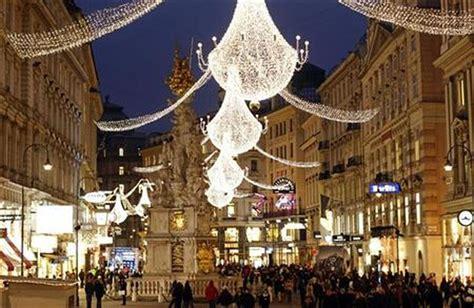 Top 10 Christmas Decoration Spots