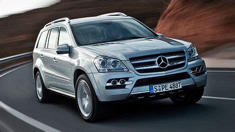 The engine offers a displacement of 3.0 litre matched to a 4 x 4 wheel drive system and a automatic gearbox with 7 gears. 2011 Mercedes-Benz GL 350 BlueTEC 4MATIC Review Editor's Review   Car Reviews   Auto123